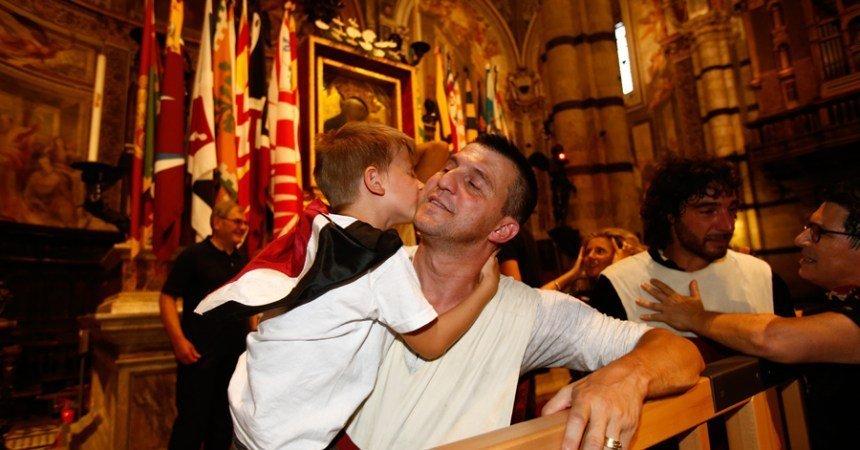 Michele Fiorini dopo la vittoria del Palio di Siena della Contrada Priora della Civetta
