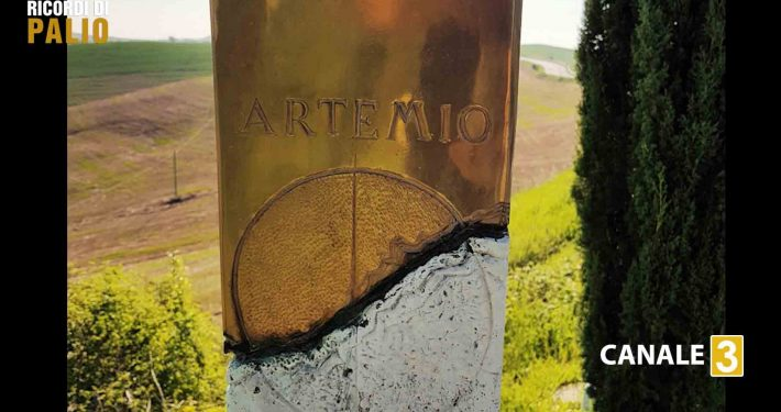 Monumento ad Artemio Franchin sulla SR 438 delle Crete Senesi dove ci fu l'incidente stradale costato la vita a Franchi