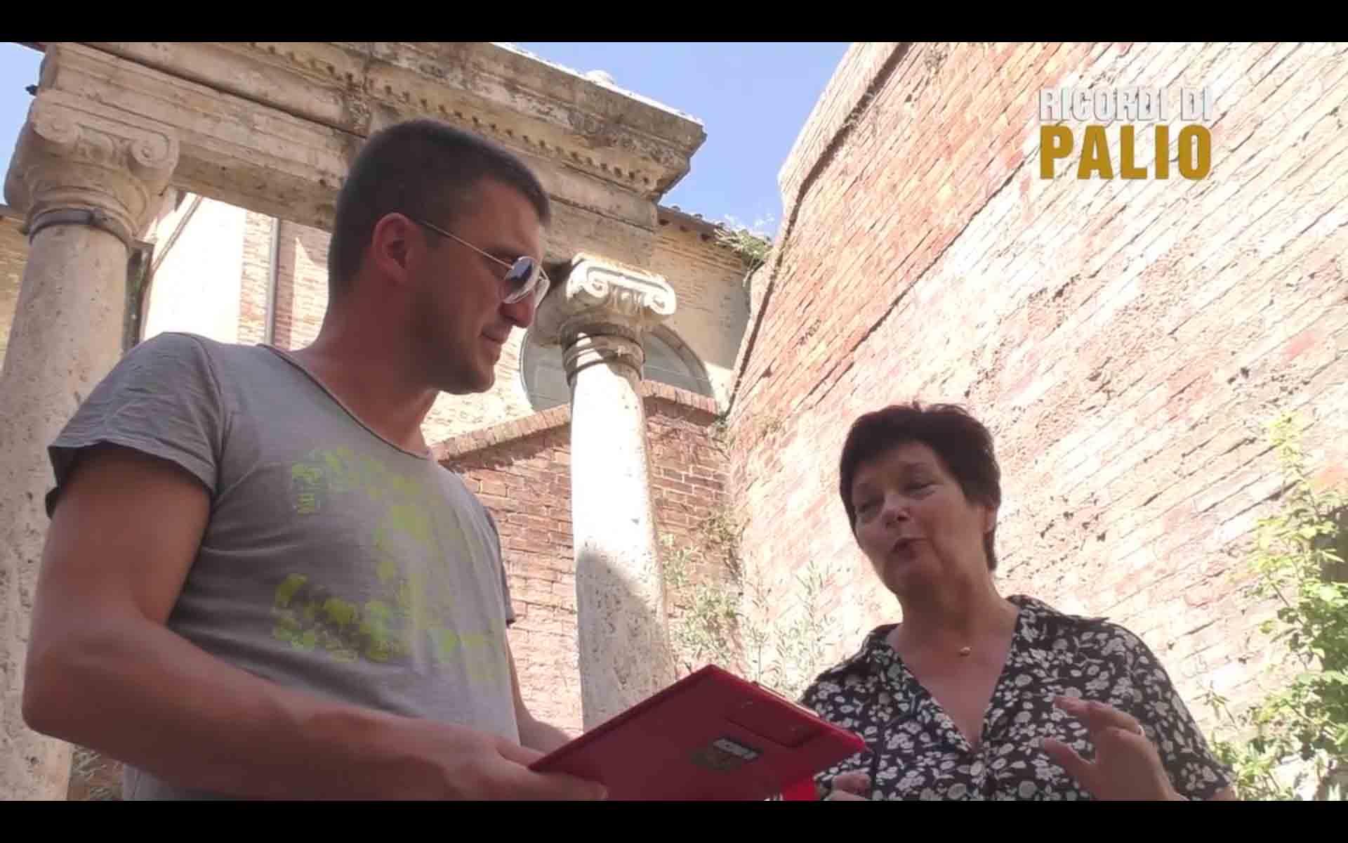 Michele Fiorini di Ricordi di Palio con Marina Antonetti figlia di Remo Antonetti detto Rompighiaccio nel corso della nostra intervista