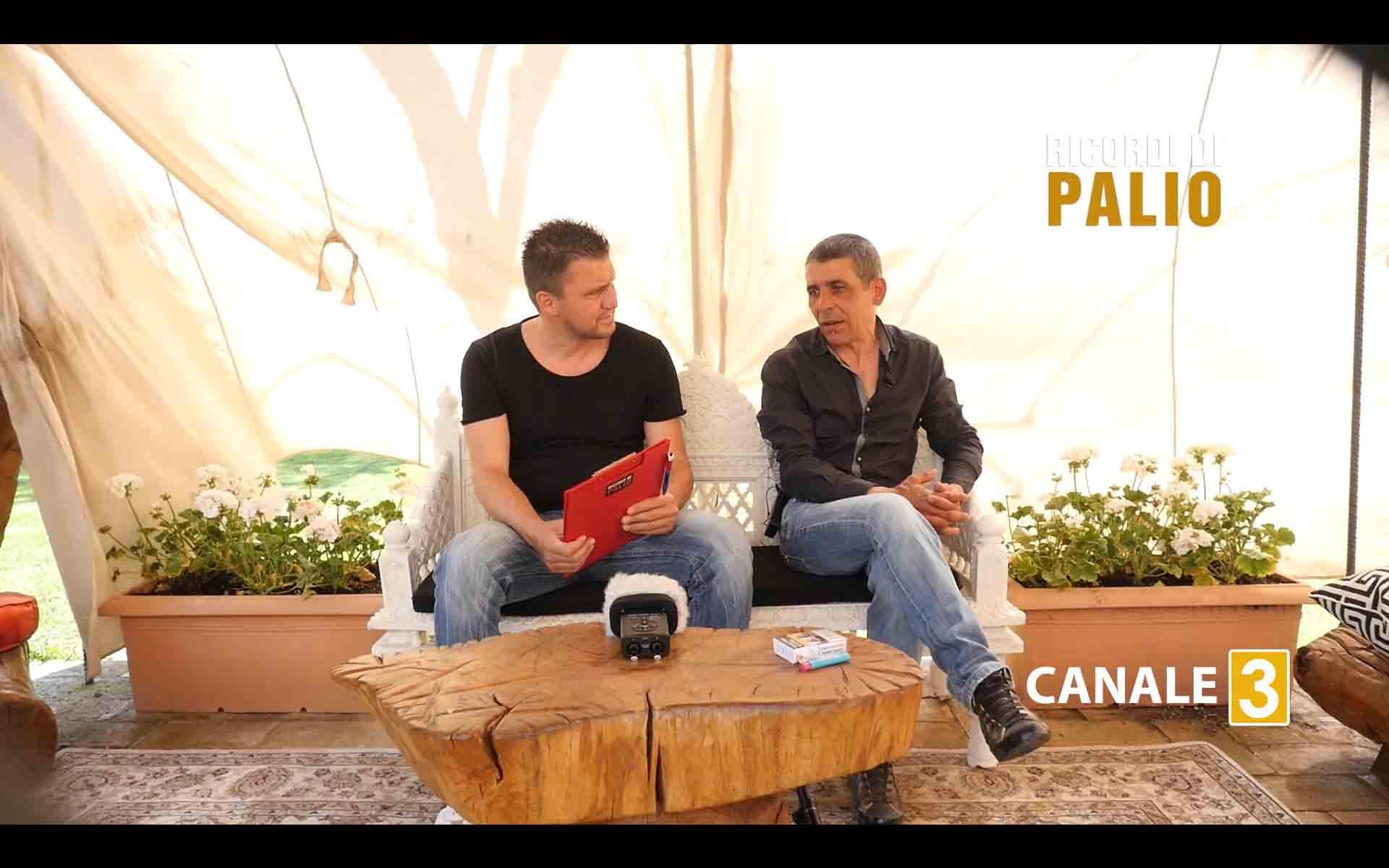 Michele Fiorini con Massimo Coghe nel corso della registrazione di Ricordi di Palio 2