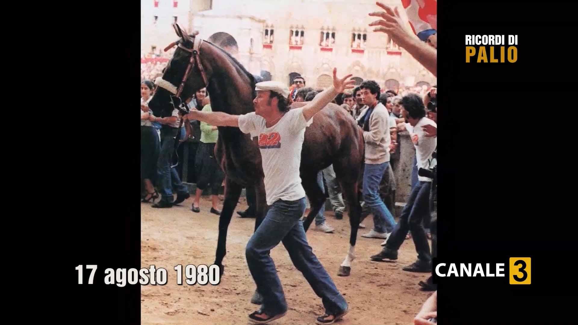 Luciano Chiti Vittorioso dopo il Palio del 17 agosto 1980 con Uana de Lechereo